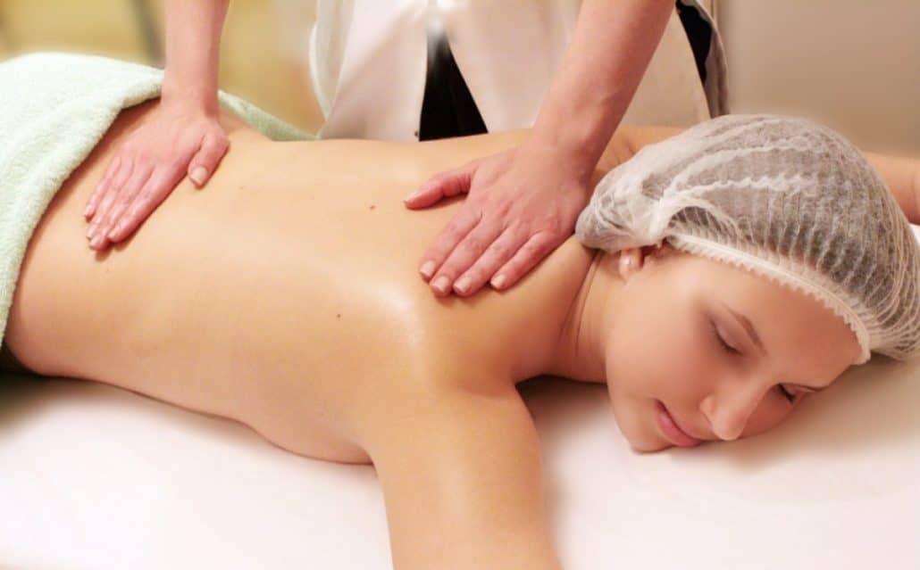 Общее растирание при массаже в бане