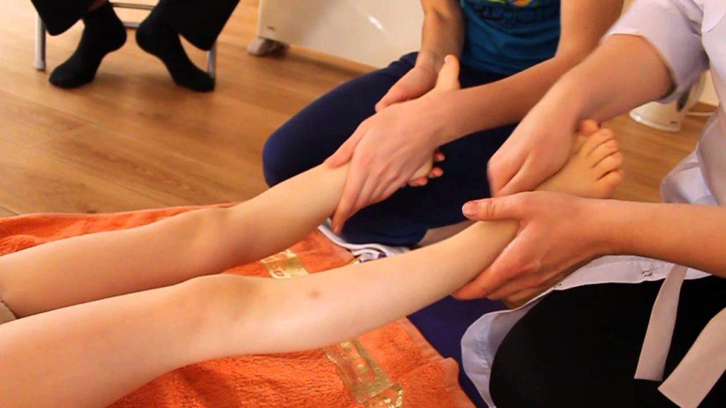 Детский массаж при плоскостопии видео