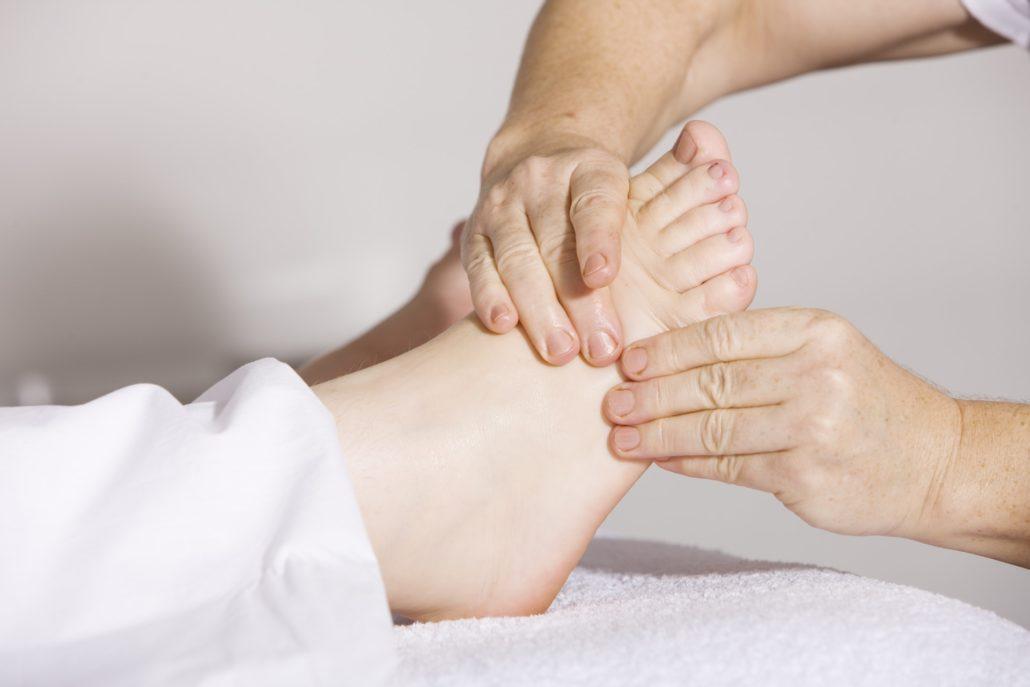 Массаж ног при отёках во время беременности