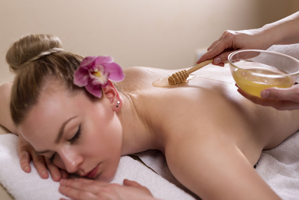 Чем полезен медовый массаж для тела и кожи