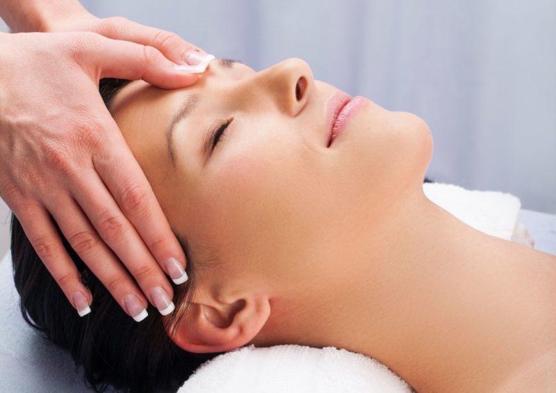 Пластифицирующий массаж – молодость и красота на лицо